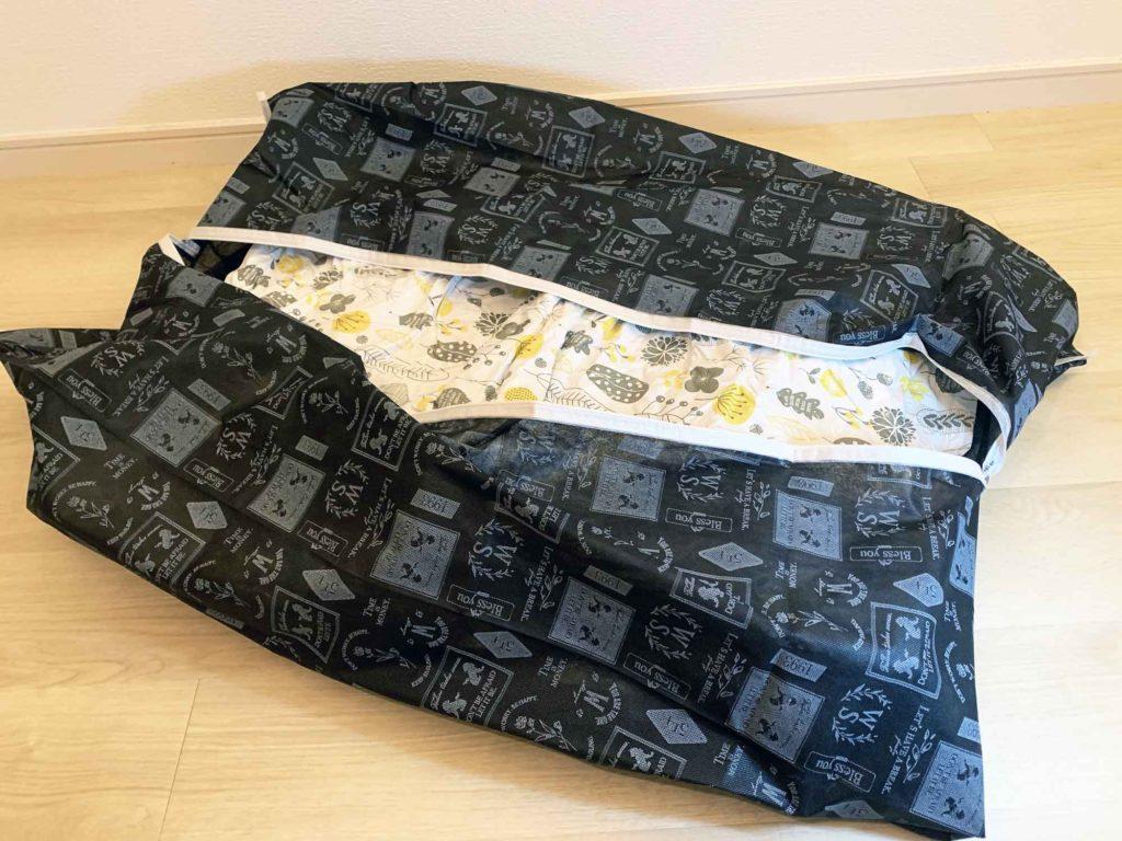100円ショップの布団袋に布団圧縮袋を複数入れてまとめる
