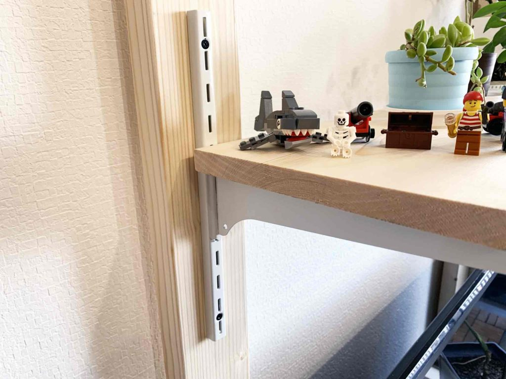 レゴや観葉植物を置いた浮かせるテレビ棚