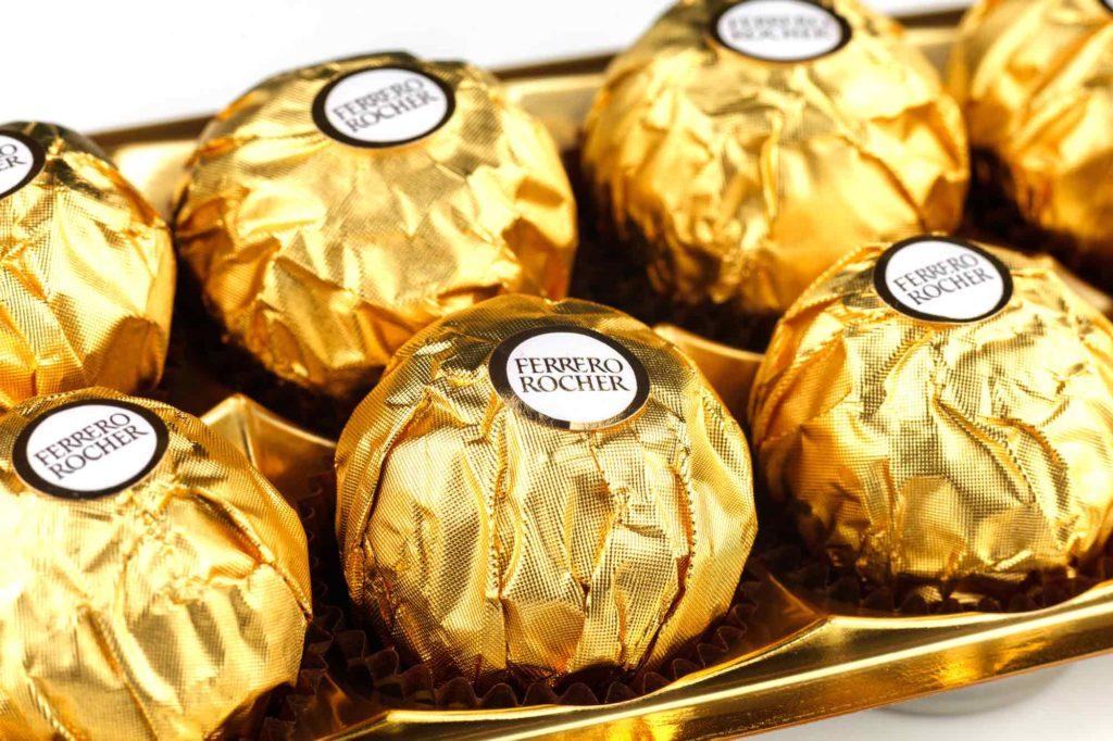 包装紙に入ったちょっとしたお礼に良いチョコレート