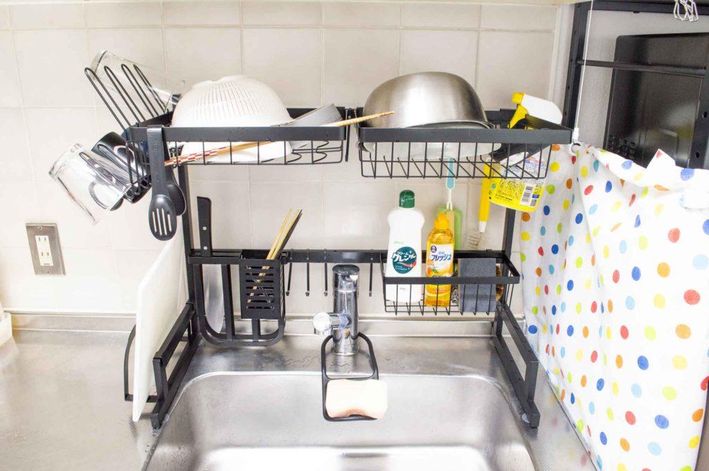 たくさんの食器を一度に置いて乾燥させられる水切りラック