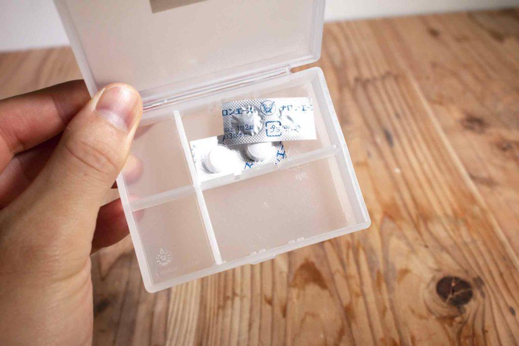 包装シートに入れたまま仕切り位置を調整して入れたピルケースと薬