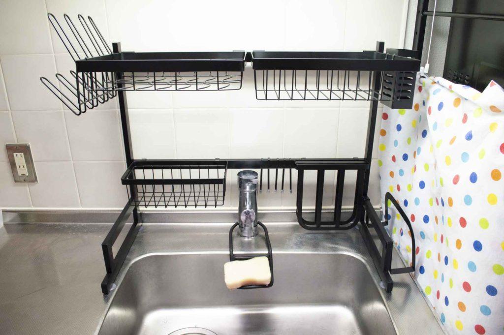 キッチン洗い場に設置された水切りラック