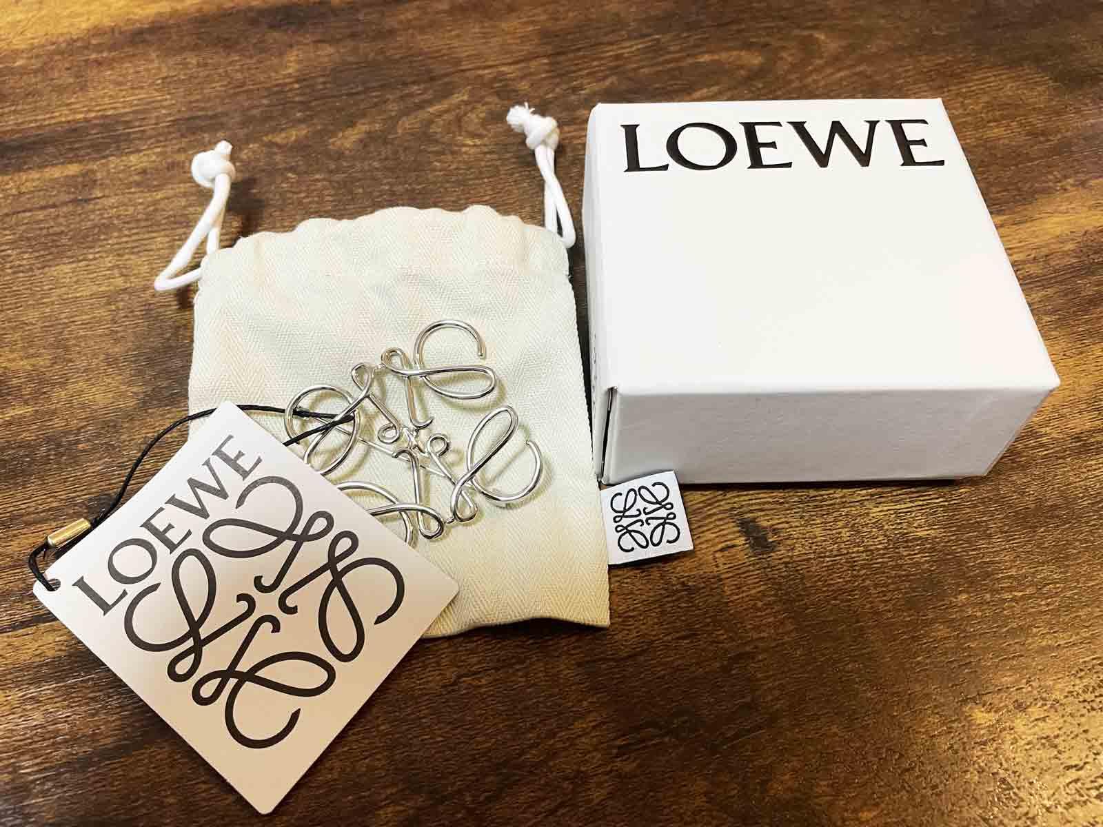 ロエベのブローチならプレゼントに丁度良い値段で購入できる