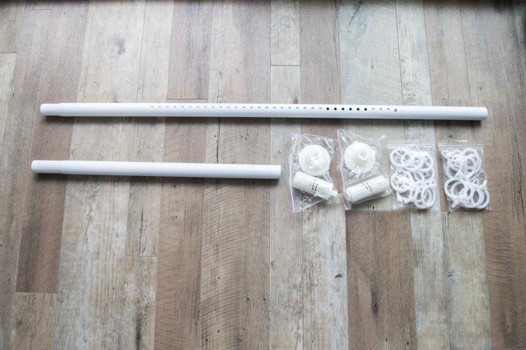 穴を開けずにカーテンレールを設置できる突っ張り棒