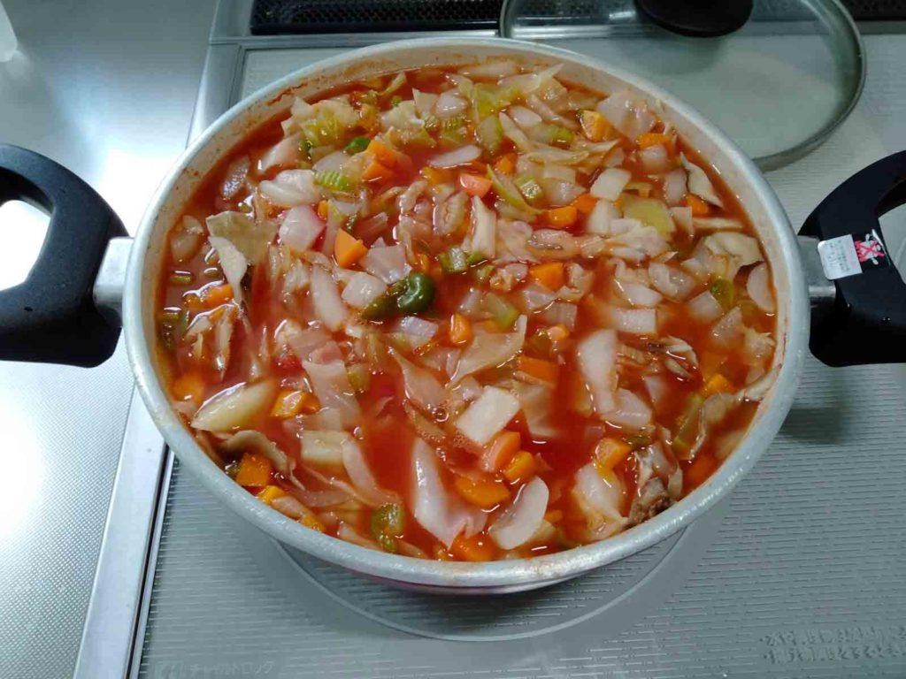 野菜がひたひたになるまで水を入れました