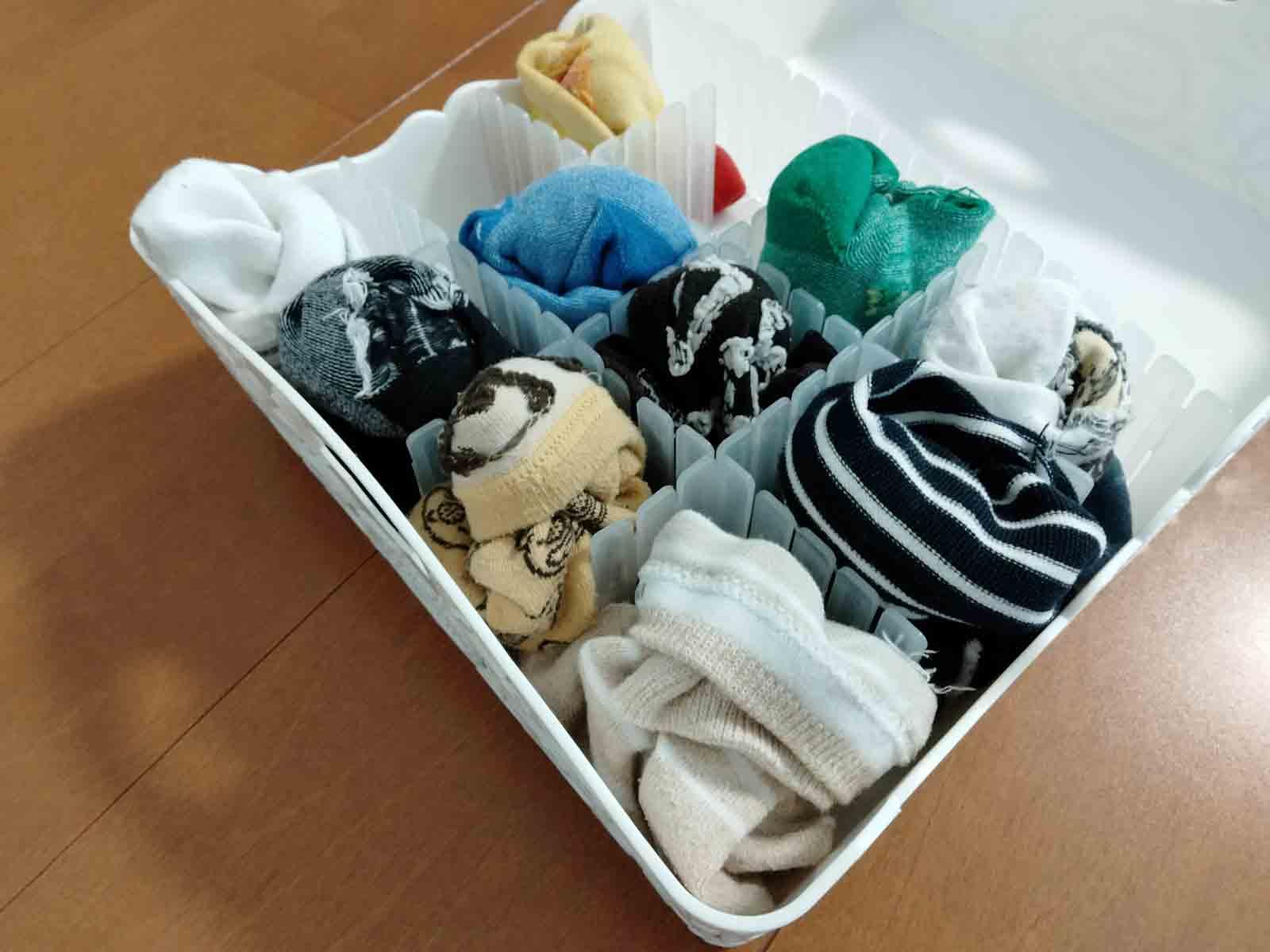 ダイソーアイテムで靴下を綺麗に収納した様子